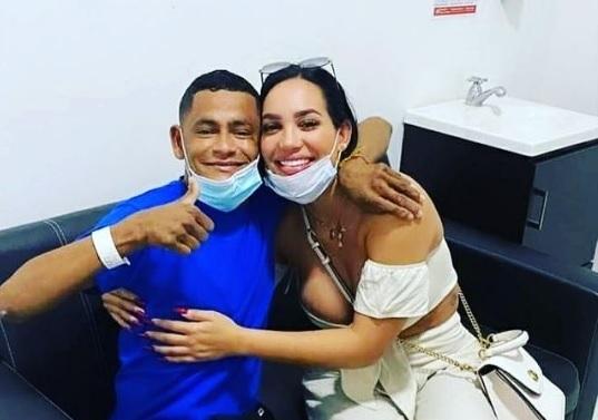 Andrea Valdiri junto a Stiven Mercado tras su rehabilitación.   FOTO/INSTAGRAM.