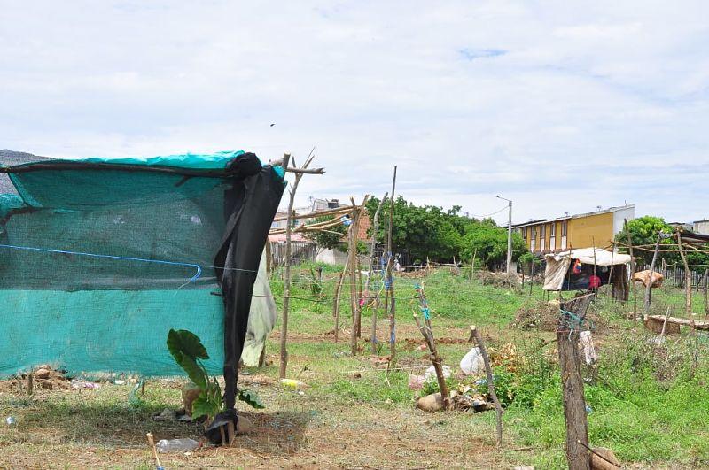 Desde hace más de dos semanas la comunidad de la urbanización Rafael Escalona denunció la invasión del predio. Foto: Joaquín Ramírez.