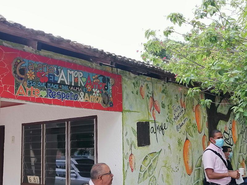 """Placa """"Galería el amor, amor"""".  FOTO: EL PILÓN"""