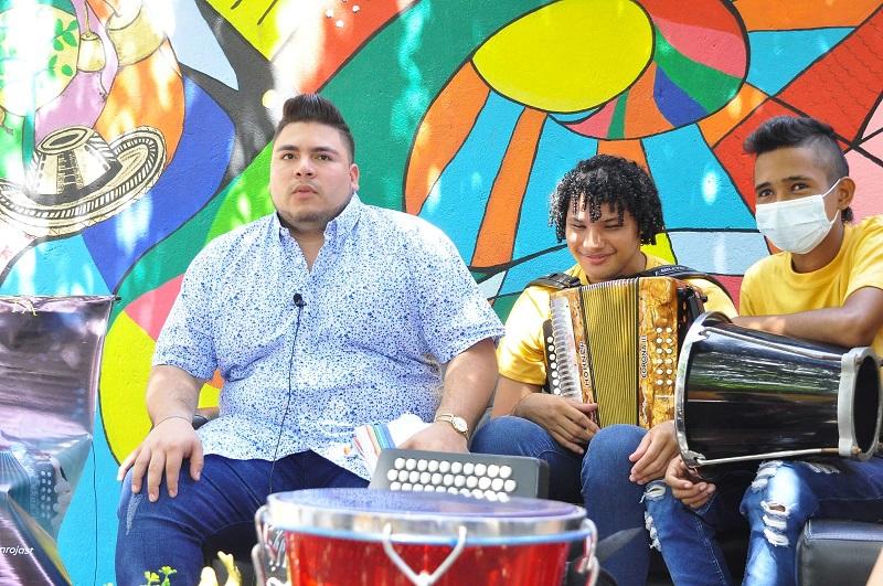 Jei Cardona Zuleta participó en el programa de televisión 'Yo me llamo' en el 2017, donde imitaba a Pocho Zuleta.  FOTO: JOAQUÍN RAMÍREZ.