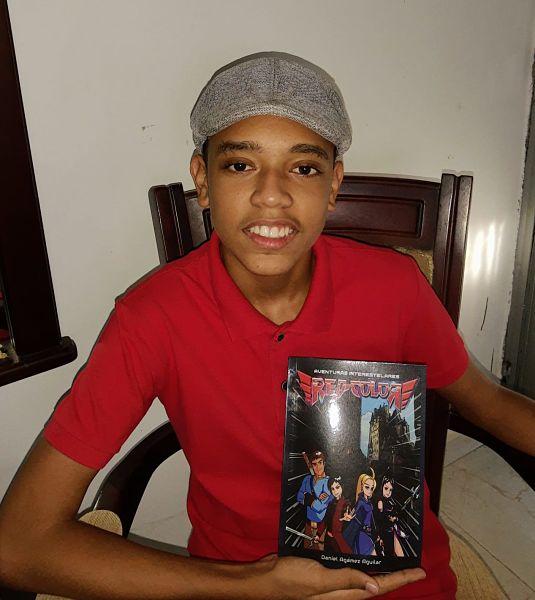 Daniel Agámez Aguilar conjuga la escritura con su pasión por el cine y el futbol.   FOTO: CORTESÍA.