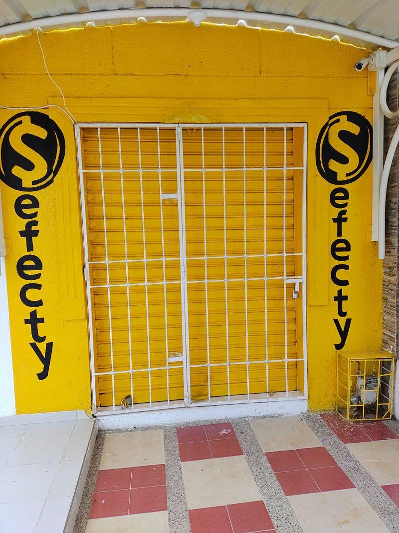 Studio Serif, interior.
