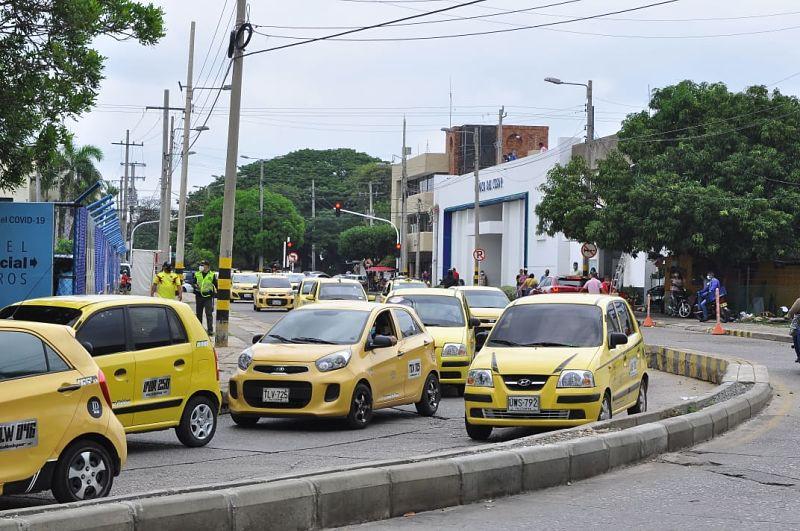 Algunos usuarios se quejan de los altos precios cobrados por parte de algunos taxistas para las fechas del Festival Vallenato.  FOTO DE JOAQUÍN RAMÍREZ.
