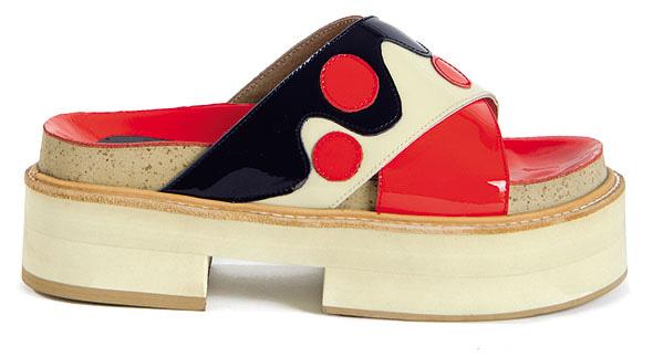 Sandalia de cuero texturado en tres colores, Donné. $3.350.