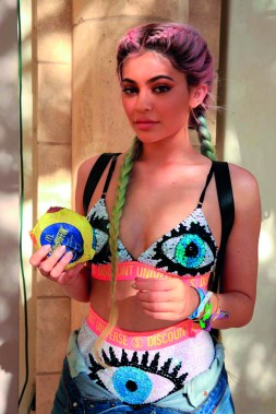 kylie_jenner_bootsy_bellows_pool_party_02