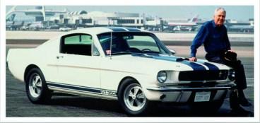 Carroll Shelby y su creación, el GT 500, el pony car más poderoso.