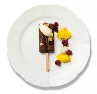 Damián Batular (Palacio Duhau) propone sabores argentinos para sus helados. Y hasta ideó nuevos palitos gourmet.