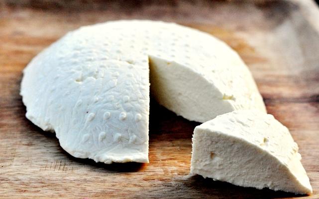 Queso-Ricotta-tipo-queso-blando-elaborado-con-subproductos-de-otros-quesos-El-Portal-del-Chacinado