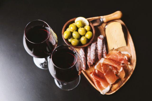 Vinos-para-el-maridaje-del-jamon-crudo-El-Portal-del-Chacinado