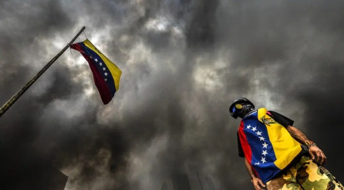 Elección de asamblea constituyente en Venezuela se realiza en medio de amenazas estadounidenses y violencia