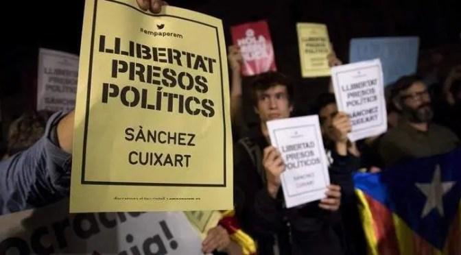 200.000 protestan por el encarcelamiento de líderes nacionalistas catalanes en Barcelona