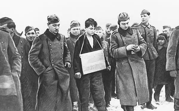 """Un 29 de noviembre de 1941: el fascismo asesinaba a la partisana soviética Zoya Kosmodemyanskaya, """"Tania"""""""