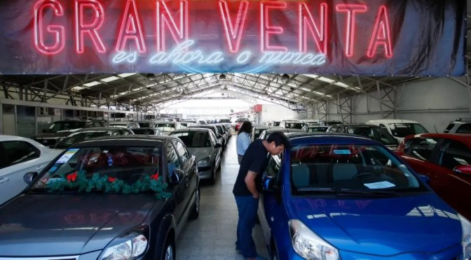 El drama de la deuda en Chile: Ventas récord de automóviles y morosidad en niveles críticos