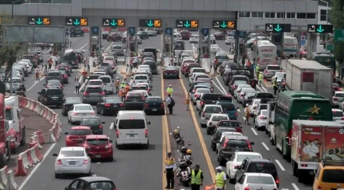 """""""Se llevan el dinero a baldes"""": Experto en transportes destrozó contratos de autopistas en Chile"""