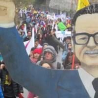 Desafiando el frío y la lluvia, más de 20.000 profesores marcharon hasta el Congreso
