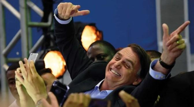 Bolsonaro amenaza con deportar a periodista que denunció la corrupción de su Gobierno