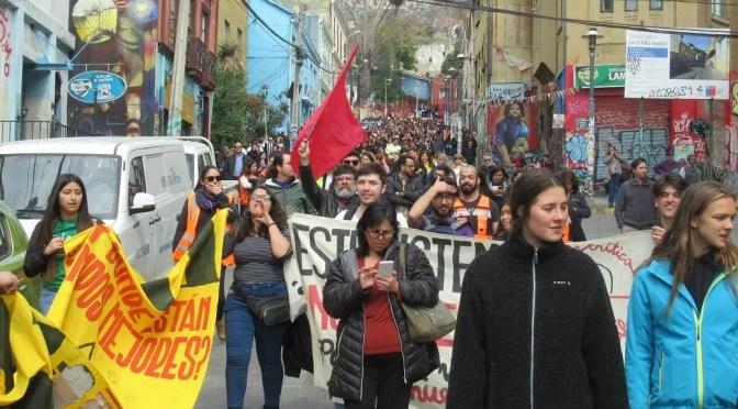 Protesta en medio del simulacro del Tsnuami en Valparaíso