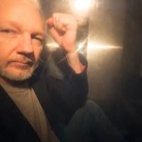 Otra de Lenin Moreno: a seis meses desde el arresto brutal del editor de WikiLeaks, Julian Assange