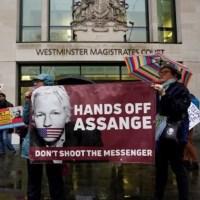 """Equipo de defensa de Assange: """"El imperio lo llama espionaje. Nosotros lo llamamos periodismo"""""""