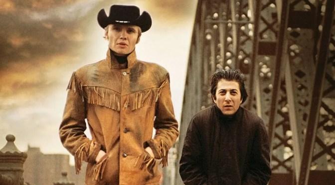 """""""Cowboy de medianoche"""": la soledad de ser el otro y el silencio de haberlo dicho todo"""