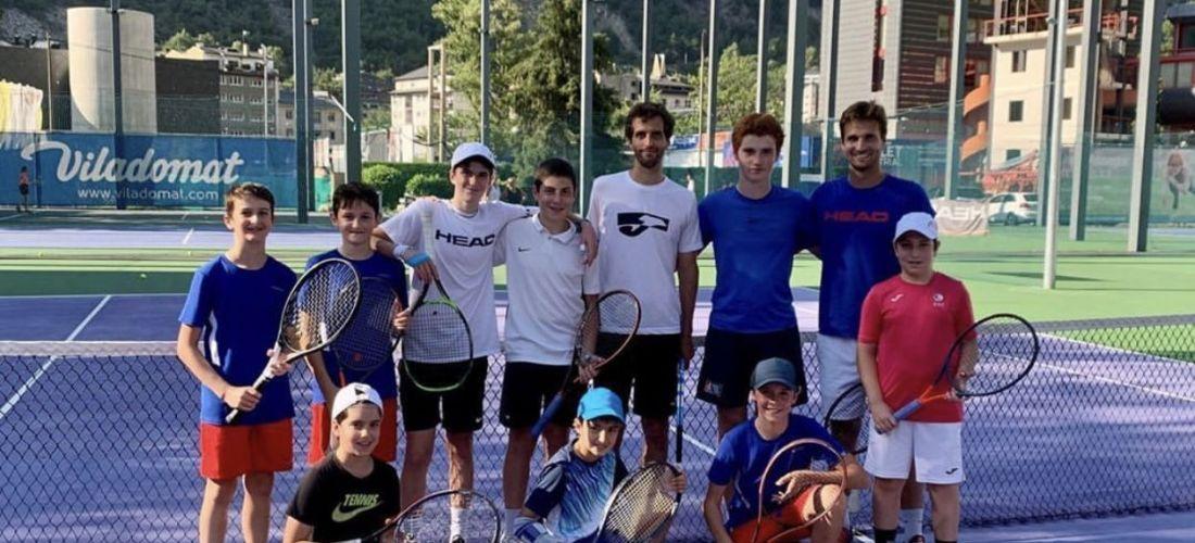 Albert Ramos visita els joves tenistes de la FAT