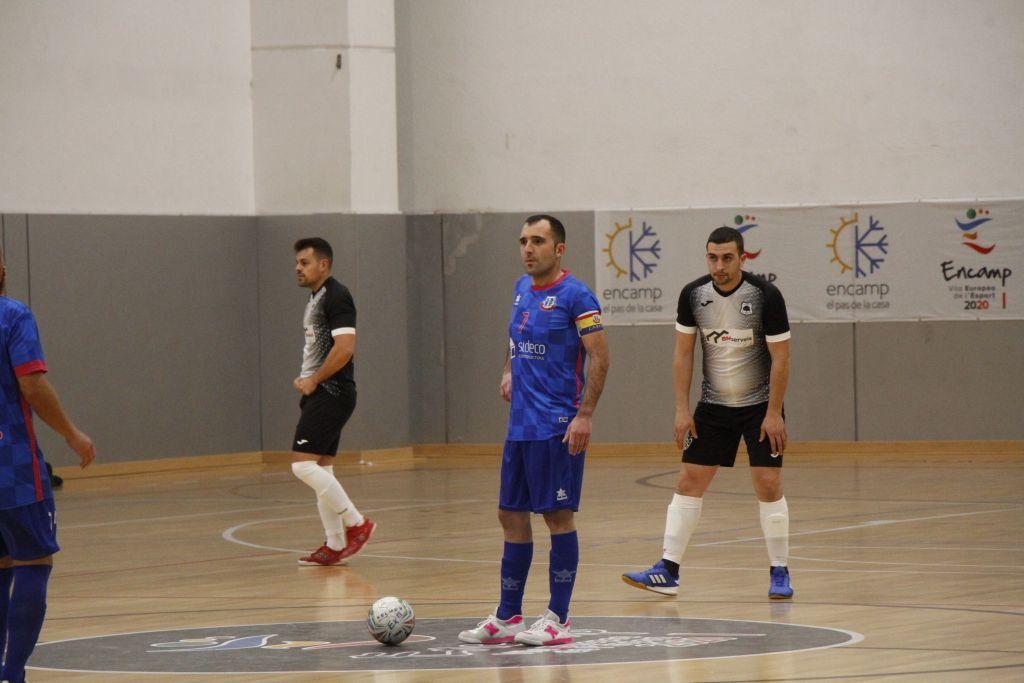 El capità del SIDECO FC Encamp, Carlos Barbosa, treient del mig camp. Foto: FC Encamp.
