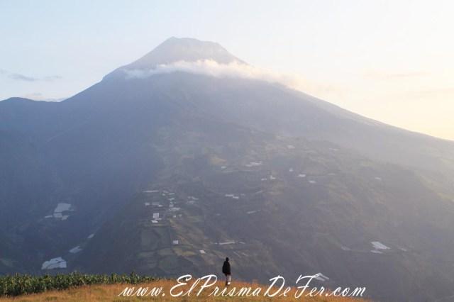 Espectacular vista al volcán Tungurahua frente a nosotros