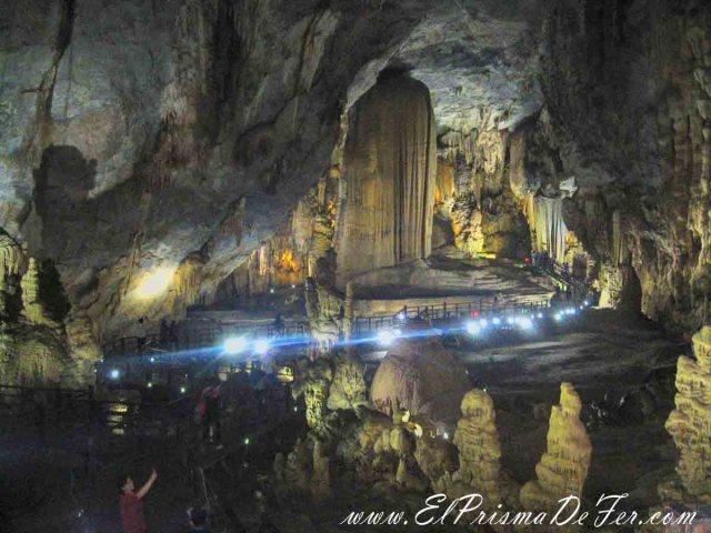 Sala gigante dentro de la cueva