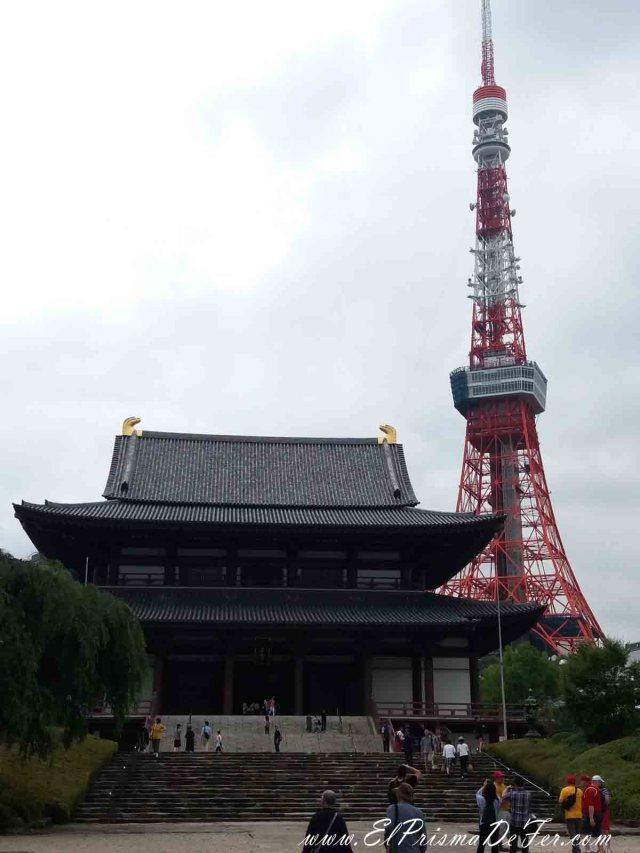 Contrastes entre la Torre de Tokyo y el templo