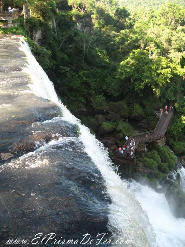 Vista sobre uno de los Saltos de las Cataratas de Iguazú