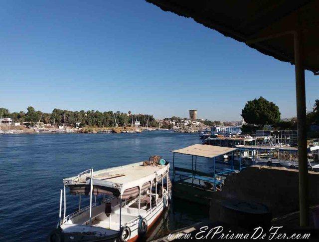 Barcos aparcados en el Río Nilo en Asuán