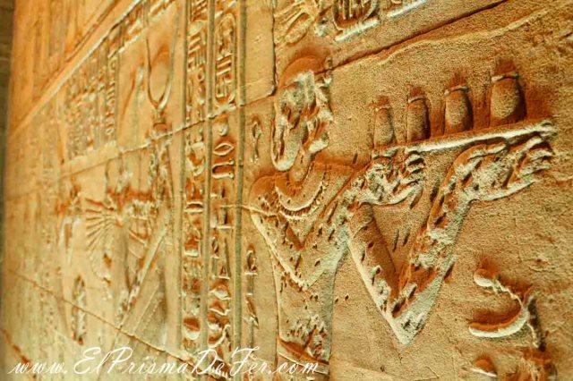 Jeroglíficos en el interior del Templo de Philae