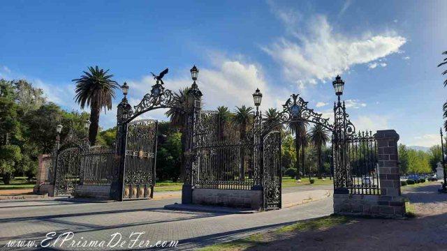 Portones de la entrada del Parque San Martín