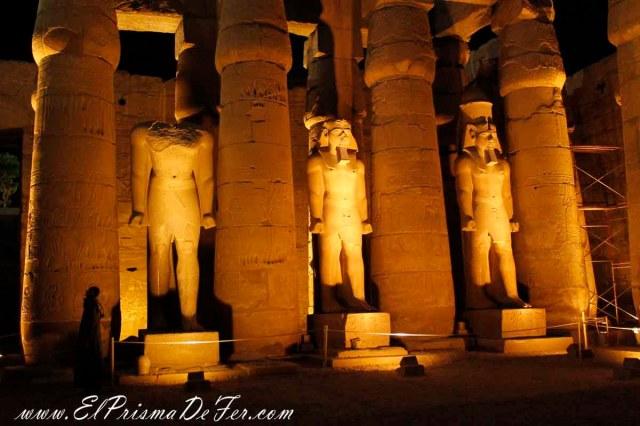 Estatuas reales dentro del Templo de Luxor