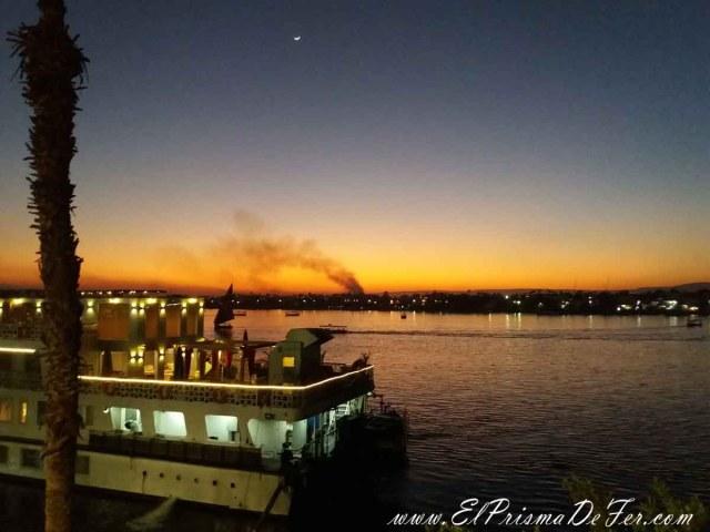 Hermoso atardecer en en el Río Nilo en Luxor