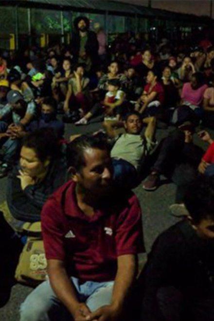 México sella su frontera a caravana en Guatemala