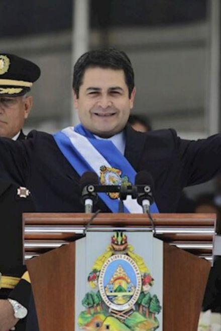 Juan Orlando Hernández le recuerda al Congreso Nacional reglamentar la reelección