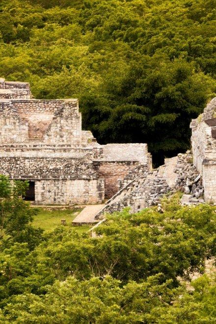 Enorme palacio maya descubierto en lo profundo de la selva de Yucatán