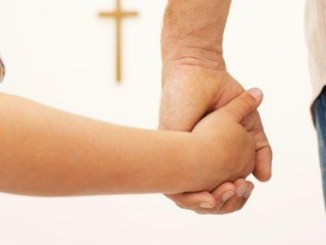 Dios, de la mano