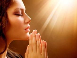 mujer orando, cristiano, oracion