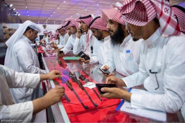 أكثر من 30 ألف زائر في انطلاق معرض الصقور والصيد