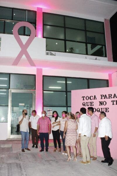 https://www.meganews.mx/quintanaroo/iluminan-rosa-palacio-municipal-puerto-morelos/