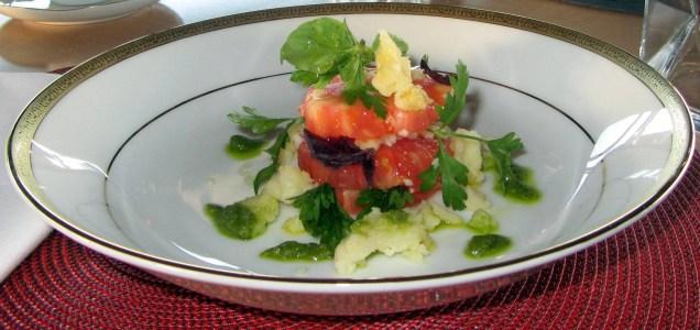 ensalada con tomate rosado, vina vik