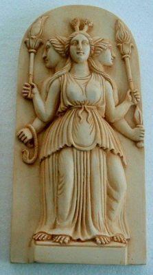 Hécate,  otra tipología de diosas oriundas de Asia Menor.