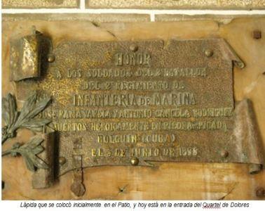Placa colocada en el cuartel de Dolores (Foto: galiciaartabradigital.com)