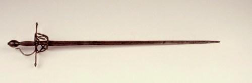 Espada de hoja ancha con empuñadura de puño con torzal. Segunda mitad del siglo XVI [Museo Casa de Cervantes]