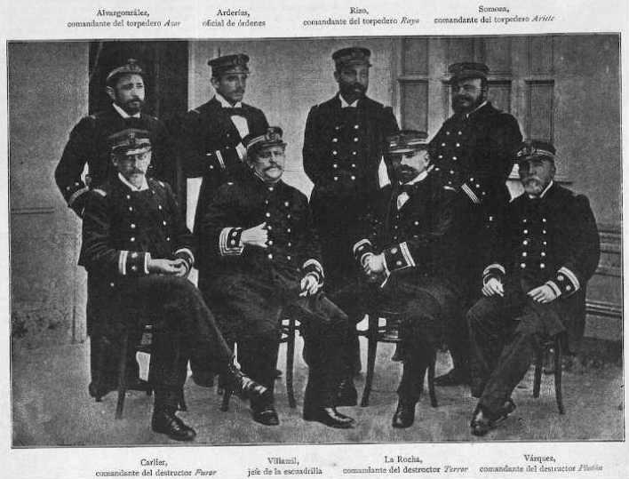 CN. Villaamil y los Comandantes de su Escuadrilla.