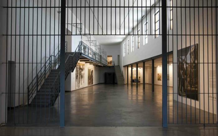 Reja de acceso a las exposiciones [Foto: www.artishock.cl ]