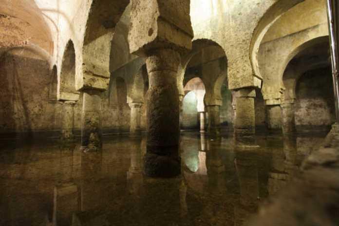 Aljibe almohade de Cáceres [Foto: tectonicablog.com]