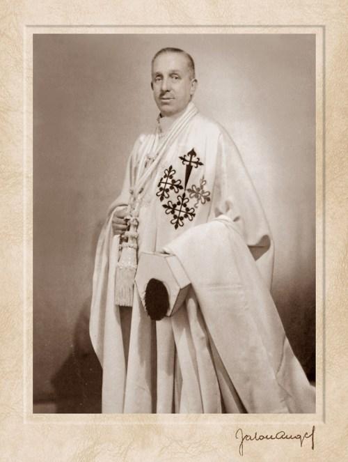 Don-Alfonso-XIII-como-Gran-Maestre-de-las-Órdenes-Militares-Fotografía-de-Jalón-Ángel-c.-1939